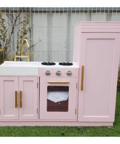 מטבחמעוצבמעץלילדים , בצבע ורוד דגם אלונה עם ארונות אחסון לכלים, כולל מקרר, כיריים, תנור, כיור עם ברז