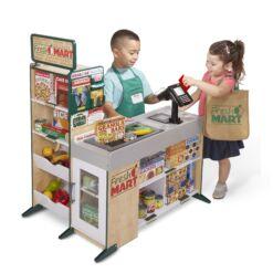 מליסה ודאג - חנות מכולת וקופה עם דלפק מצרכים, פינת משחק מעץ עם מדפי מצרכים, קופה רושמת ומסוע מצרכים כמו בסופר