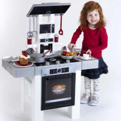 מטבח BOSCH מדהים בצבע לבן לילדים הכולל 26 אביזרי מטבח.